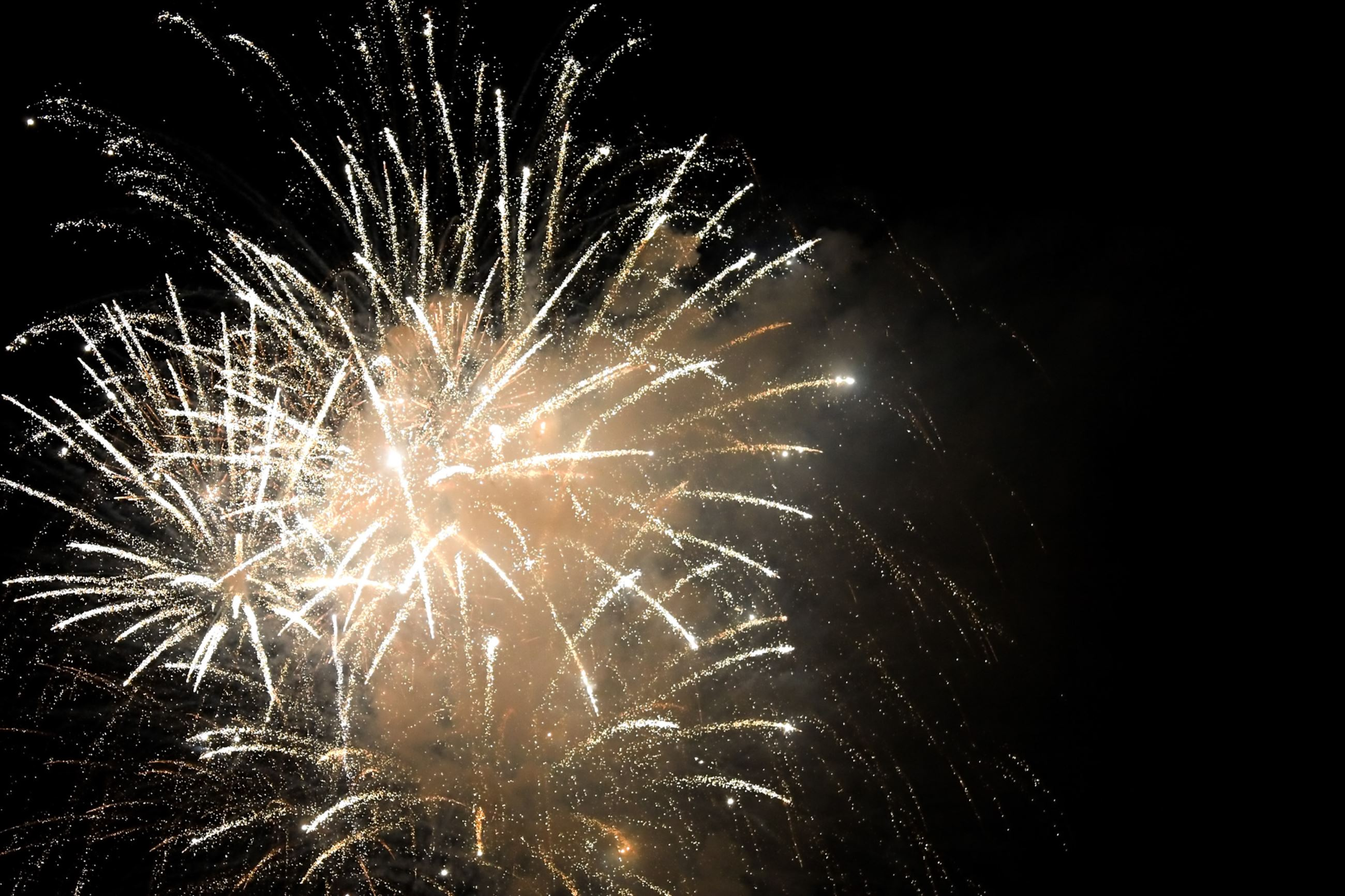 beautiful-fireworks-exploding-over-a-dark-night-sky-plenty-of-copy-space_BKFc-ORHj