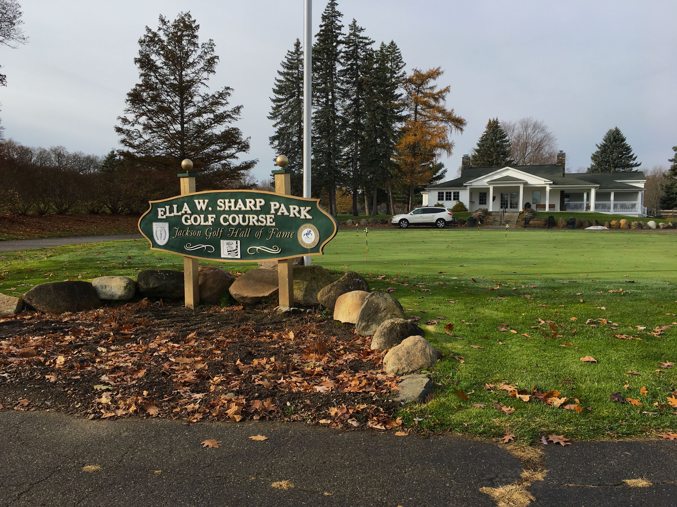 Ella Sharp Park Golf Course entrance